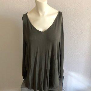 3/4 sleeve t-shirt by pleione